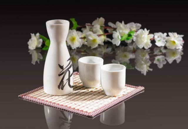 """Bạn có biết văn hóa uống rượu """"cực độc đáo"""" của người Nhật?"""