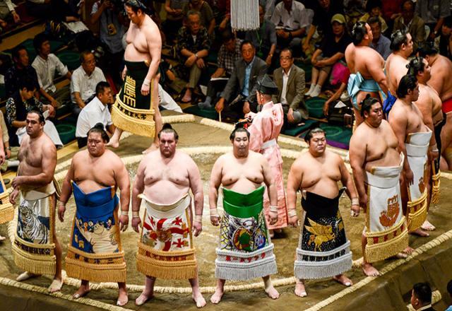 """Cuộc sống """"khắc nghiệt"""" của các SUMO Nhật Bản"""